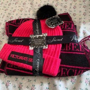 🆕 NWT Victoria Secret Scarf & Hat Bundle!